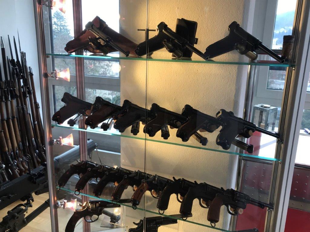 Vos étagères pour armes courtes Img_2519
