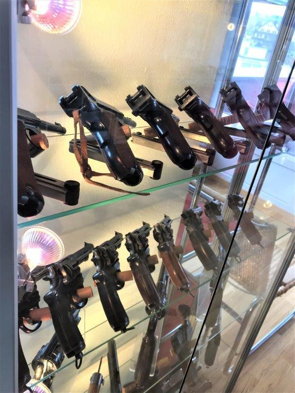 Vos étagères pour armes courtes Img_2520