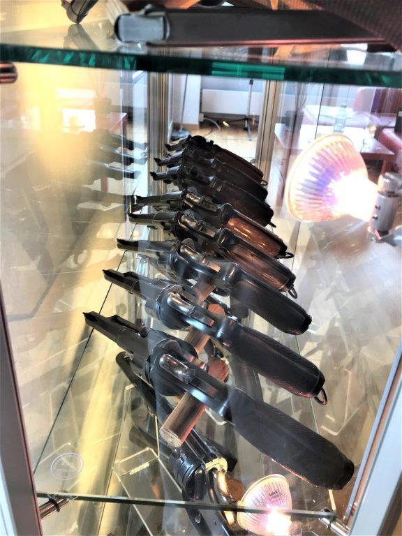 Vos étagères pour armes courtes Img_2521