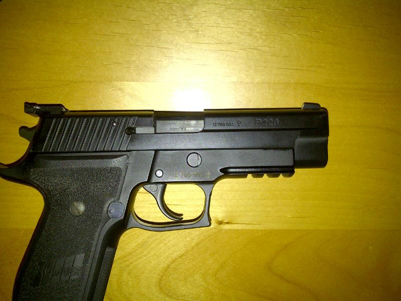 Quel est le modèle de ce P226 ?? Retouc11