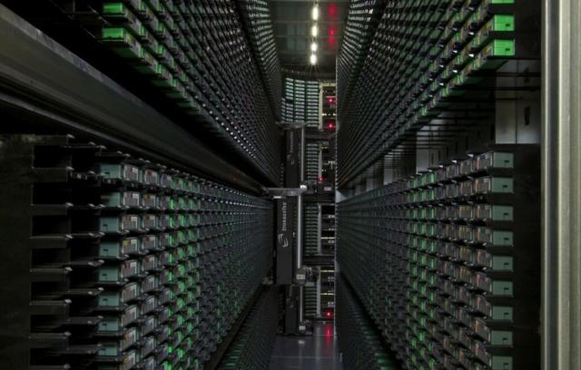 Từ chuẩn LTO 5 - có thể dùng băng từ (tape drive) như đĩa cứng (hard drive) Google10