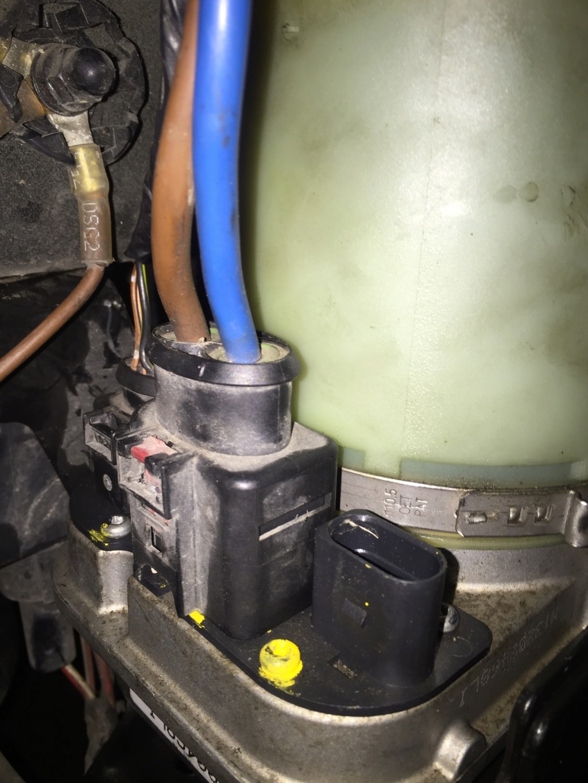 [ vw polo 6r 1.6 tdi 90 an 2011  ] problème pompe de direction assistée Img_0010