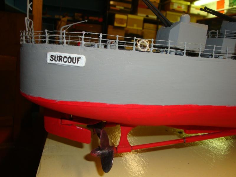 Fin de restauration du Surcouf, mastiquage, ponçage, peinture , vernissage de la coque et pose de l'ensemble de la RC ,  restera les réglages Dsc03232