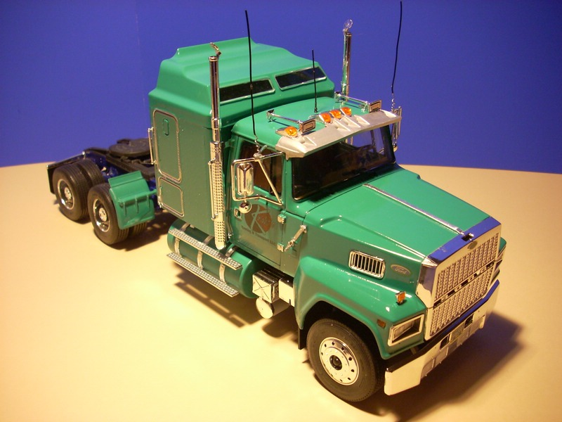Ford LTL 9000 von Revell Comp_012