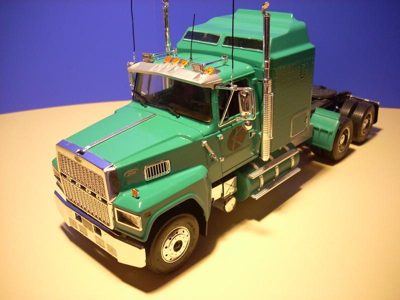 Ford LTL 9000 von Revell Comp_019