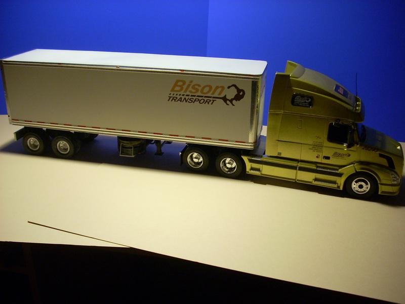 """Volvo VN """"Bison Transporte"""" Comp_045"""
