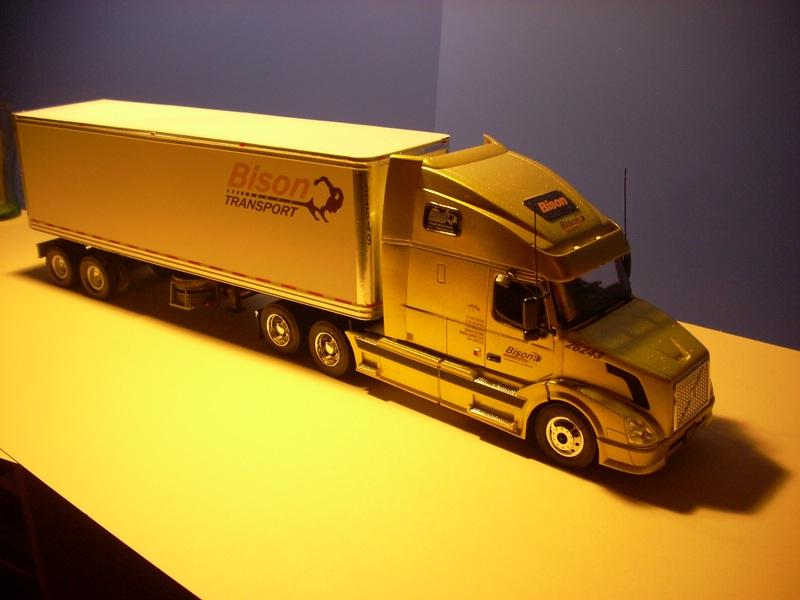 """Volvo VN """"Bison Transporte"""" Comp_046"""