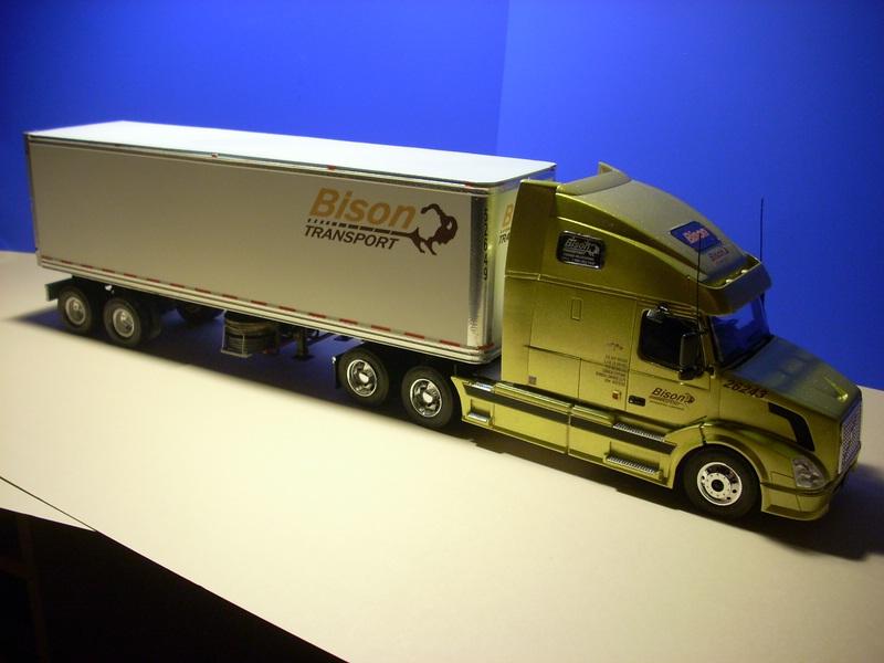 """Volvo VN """"Bison Transporte"""" Comp_047"""