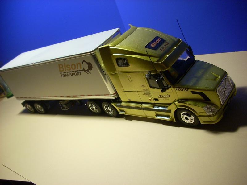 """Volvo VN """"Bison Transporte"""" Comp_048"""