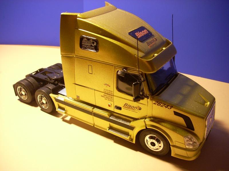 """Volvo VN """"Bison Transporte"""" Comp_049"""