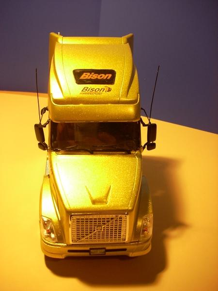 """Volvo VN """"Bison Transporte"""" Comp_050"""