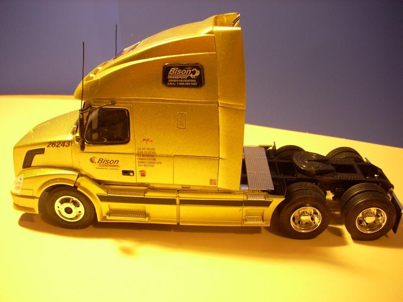 """Volvo VN """"Bison Transporte"""" Comp_051"""