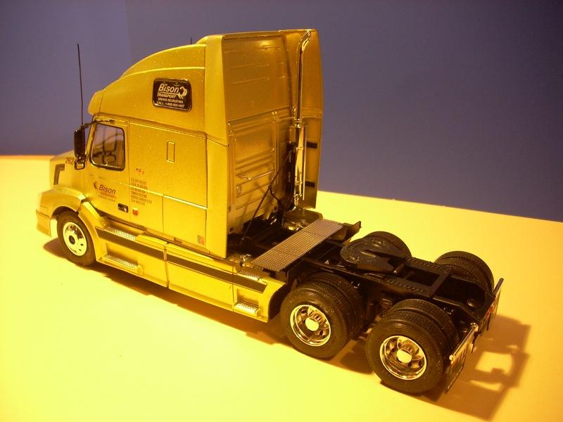 """Volvo VN """"Bison Transporte"""" Comp_052"""