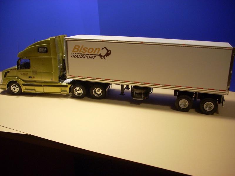 """Volvo VN """"Bison Transporte"""" Comp_056"""