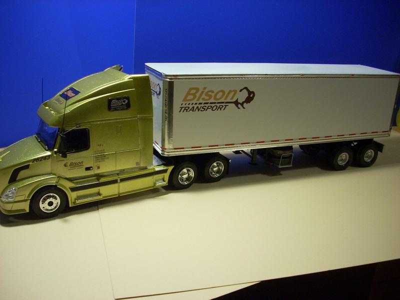 """Volvo VN """"Bison Transporte"""" Comp_057"""