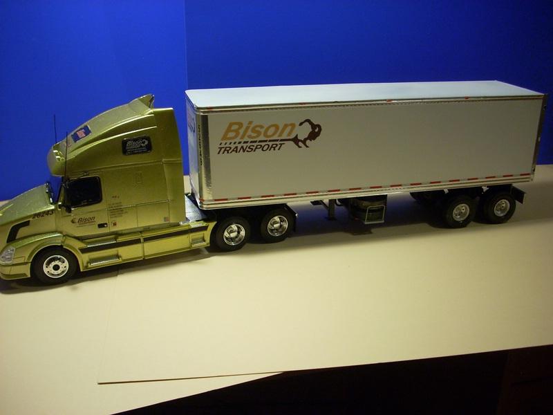 """Volvo VN """"Bison Transporte"""" Comp_058"""