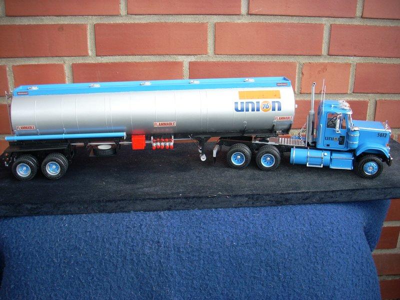 GMC General mit Tanktrailer von AMT Comp_067