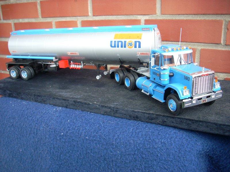 GMC General mit Tanktrailer von AMT Comp_069