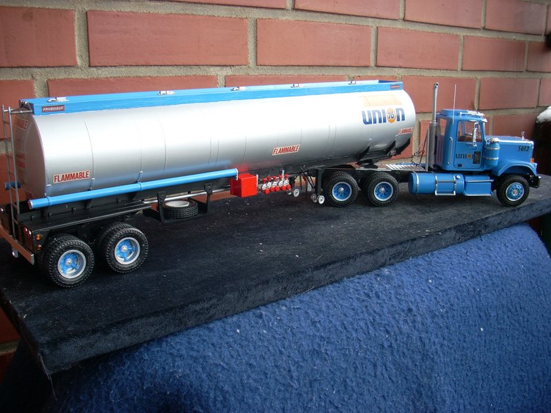 GMC General mit Tanktrailer von AMT Comp_070