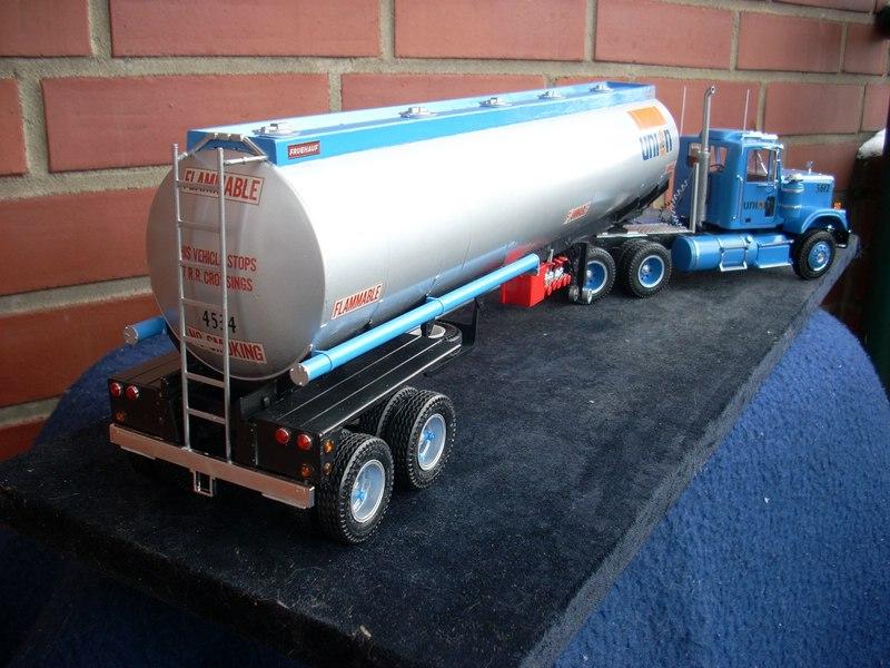 GMC General mit Tanktrailer von AMT Comp_071