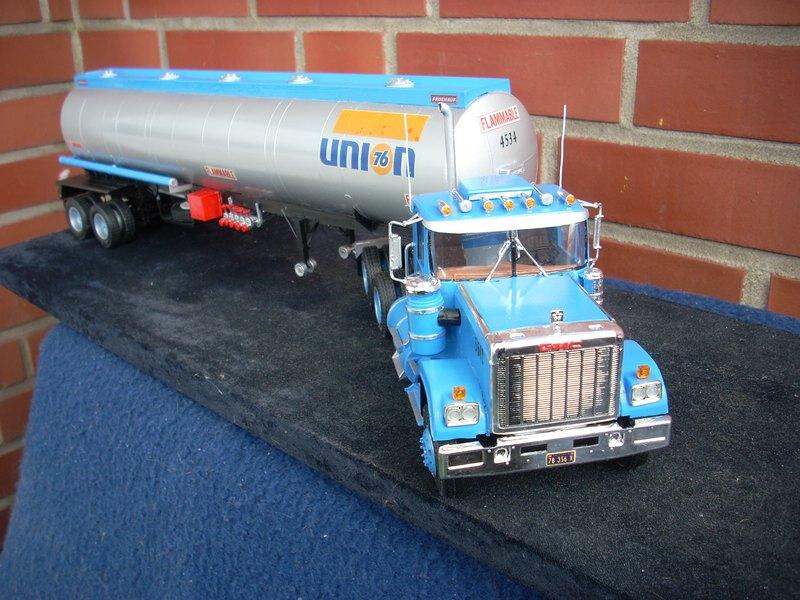 GMC General mit Tanktrailer von AMT Comp_072