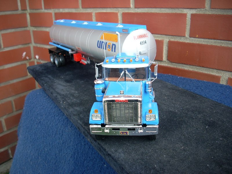GMC General mit Tanktrailer von AMT Comp_074