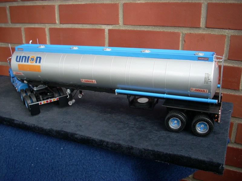 GMC General mit Tanktrailer von AMT Comp_075