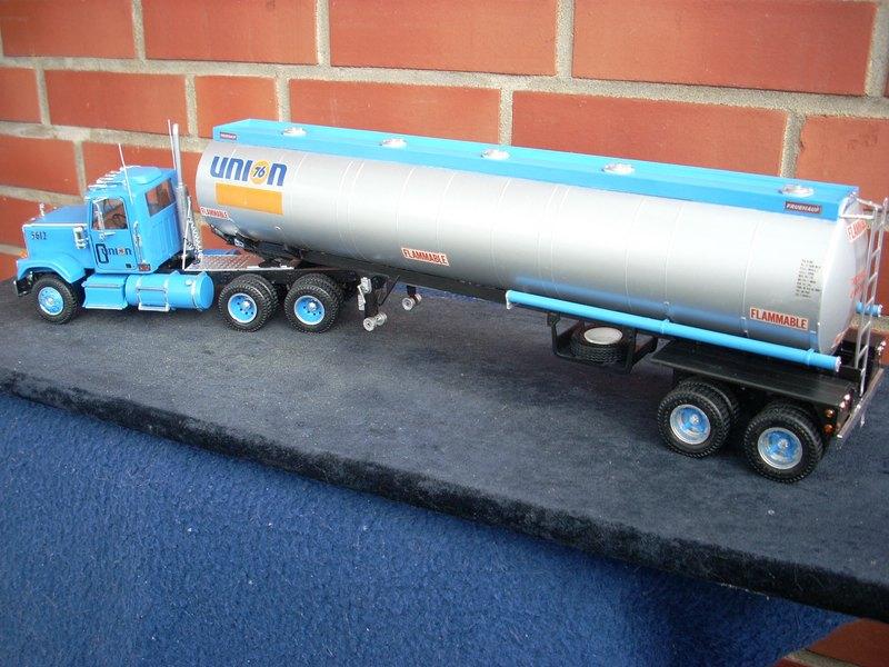 GMC General mit Tanktrailer von AMT Comp_076