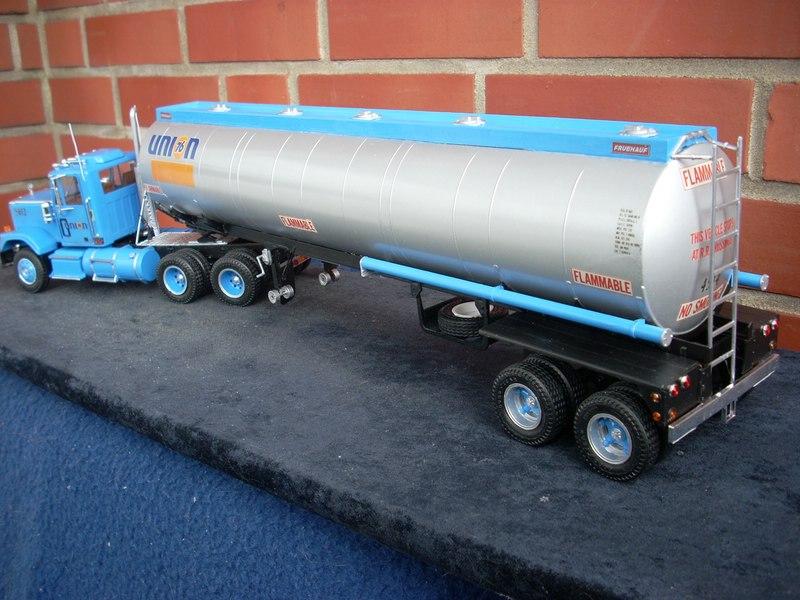 GMC General mit Tanktrailer von AMT Comp_077