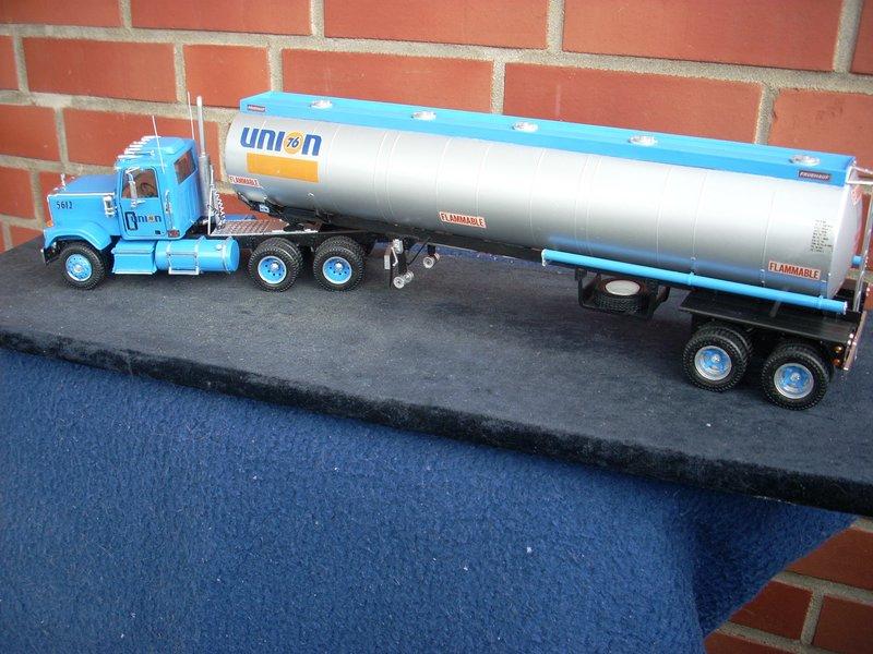 GMC General mit Tanktrailer von AMT Comp_078