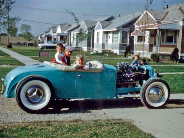 "Hot rod in street - Vintage pics - ""Photos rétros"" -  08_56510"