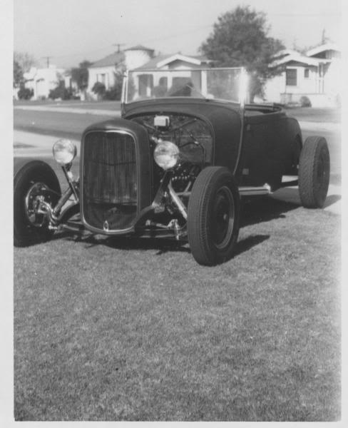 "Hot rod in street - Vintage pics - ""Photos rétros"" -  19000710"