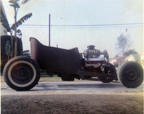 "Hot rod in street - Vintage pics - ""Photos rétros"" -  23434310"