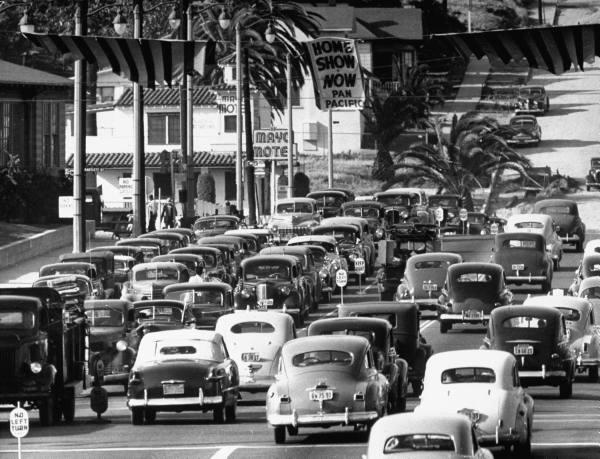 Rues fifties et sixties avec autos - 1950's & 1960's streets with cars 30177310