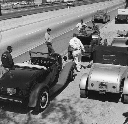 "Hot rod in street - Vintage pics - ""Photos rétros"" -  - Page 2 31907710"