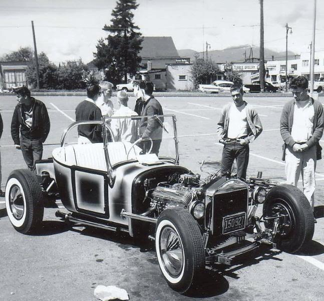 "Hot rod in street - Vintage pics - ""Photos rétros"" -  - Page 2 40044310"