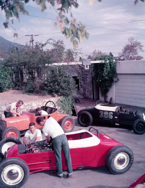 "Hot rod in street - Vintage pics - ""Photos rétros"" -  7f599310"