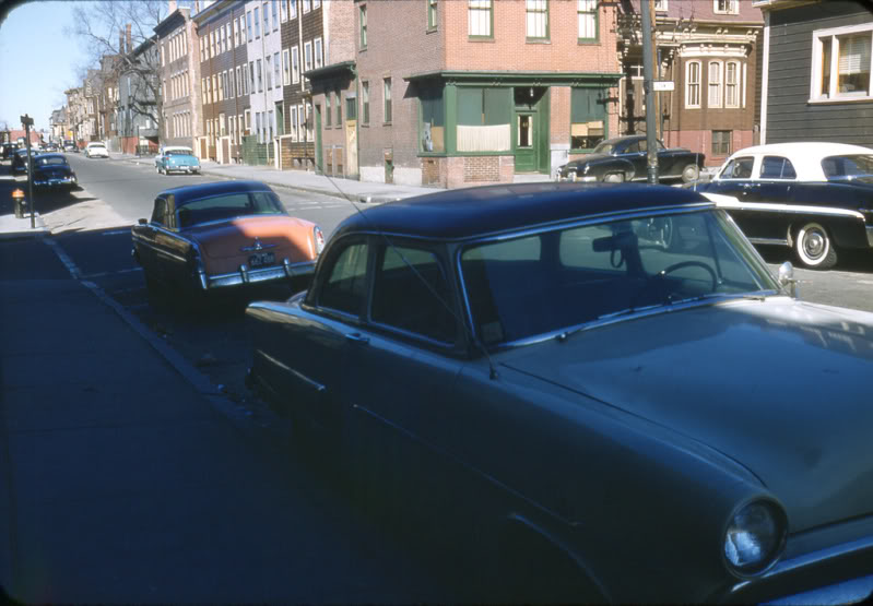 Rues fifties et sixties avec autos - 1950's & 1960's streets with cars A66210