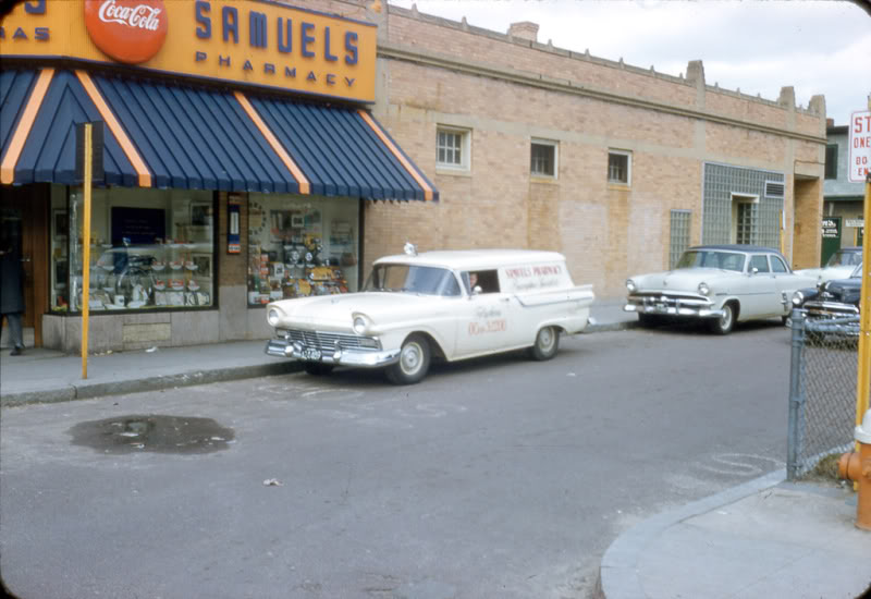 Rues fifties et sixties avec autos - 1950's & 1960's streets with cars A77410
