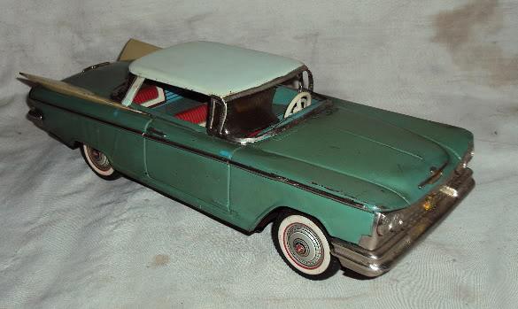 us car -  tôle - Tin Toys -  1950's & 1960's Dsc02911