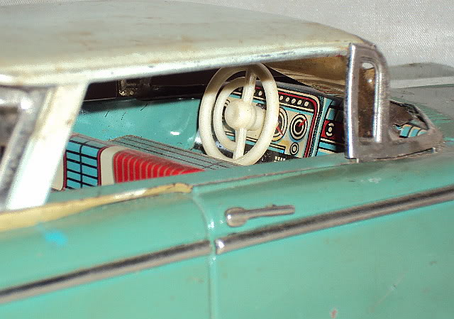 us car -  tôle - Tin Toys -  1950's & 1960's Dsc02914