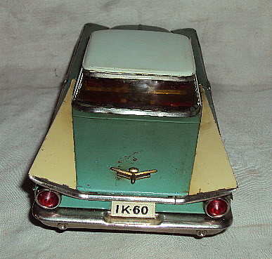 us car -  tôle - Tin Toys -  1950's & 1960's Dsc03010