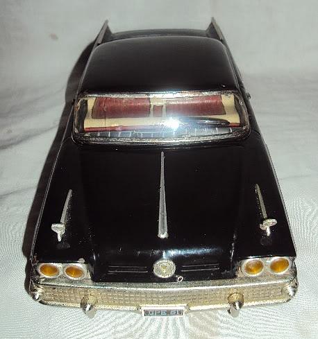 us car -  tôle - Tin Toys -  1950's & 1960's Dsc07410