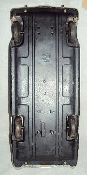 us car -  tôle - Tin Toys -  1950's & 1960's Dsc07416