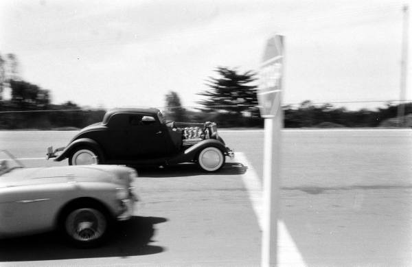 "Hot rod in street - Vintage pics - ""Photos rétros"" -  F12ac210"