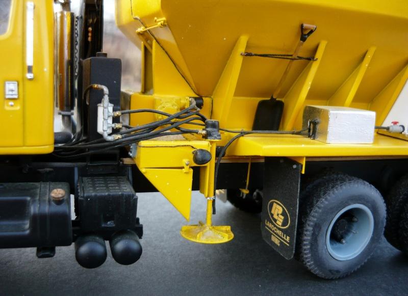 international serie S avec équipement  à neige P1100245