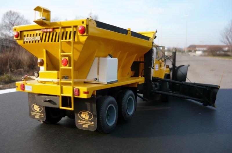 international serie S avec équipement  à neige P1100251
