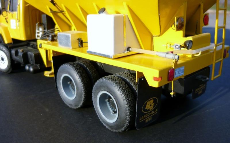 international serie S avec équipement  à neige P1100257