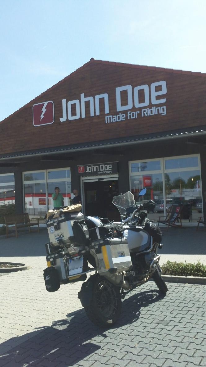 JOHN DOE, Who's the fu... is John Doe ? I5m1es11