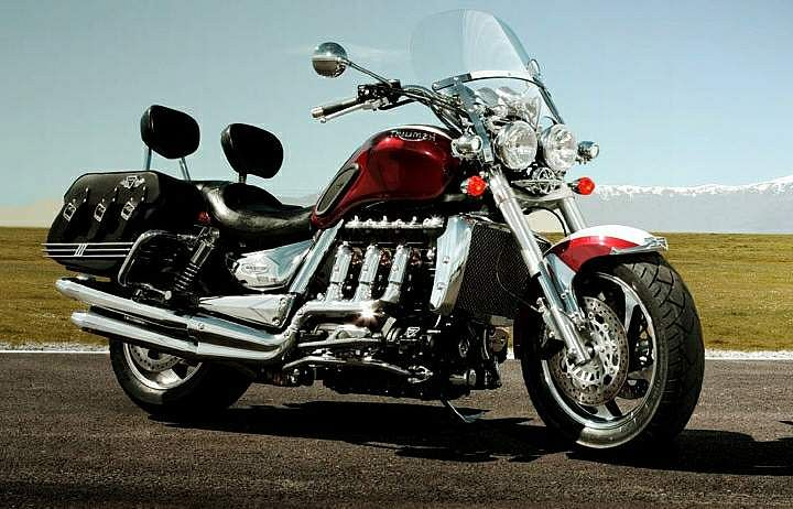Essai comparatif motos Triumph Rocket 3 R et GT Triump10